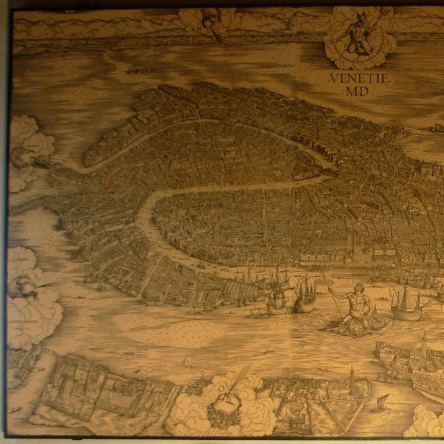 Jacopo de Barbari, mappa di Venezia a volo d'uccello, 1500. La sopracitata veduta di Venezia venne più e più volte aggiornata per cercare di riportare sempre un'immagine fedele della città. Però ad un certo punto si sono resi conto che era impossibile riuscire a stare dietro a tutti i cambiamenti di Venezia e decisero di far ritornare tutto alla versione originaria. Ma... si sono scordati di togliere l'angelo posto sulla cuspide del campanile di San Marco, quindi miracolosamente su Venezia aleggia un angelo.